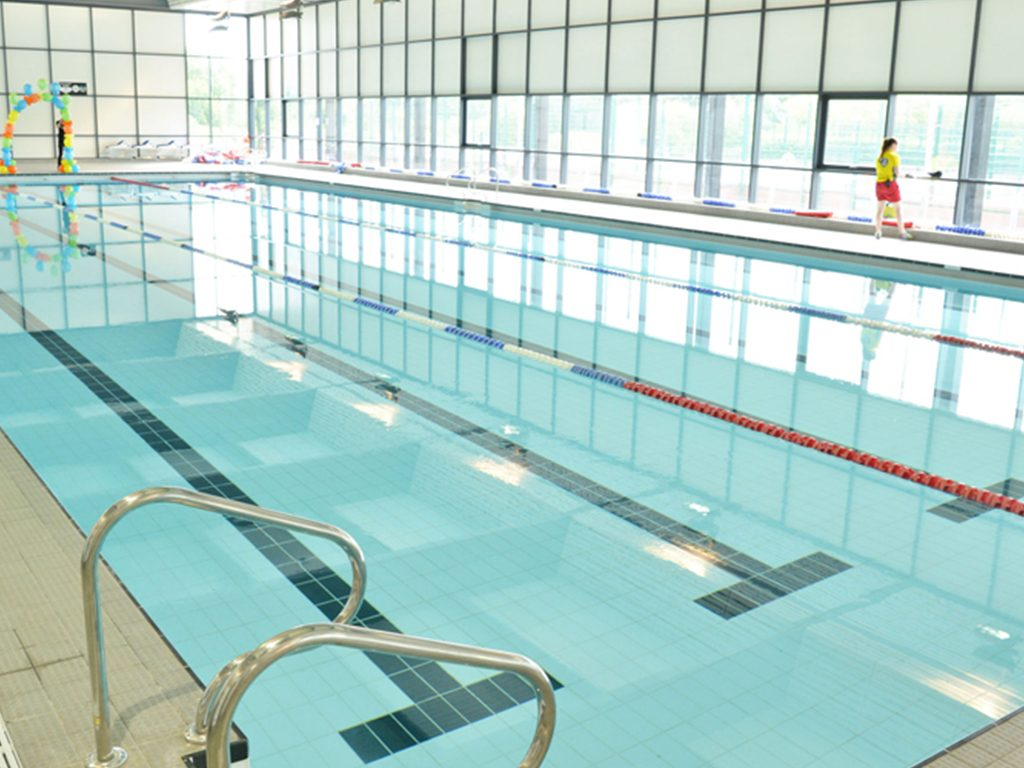 Stratford park leisure centre swimming pool 1000m of for Swimming pool show uk